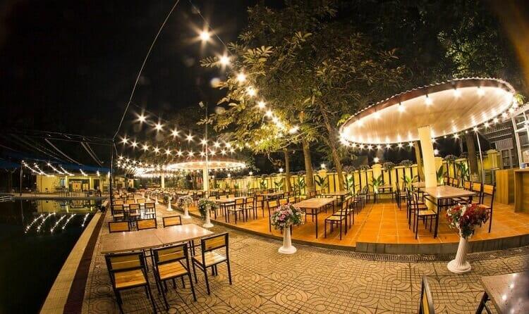 Trang trí quán cafe ngoài trời đẹp xiêu lòng