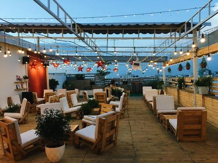 trang trí quán cafe sân thượng